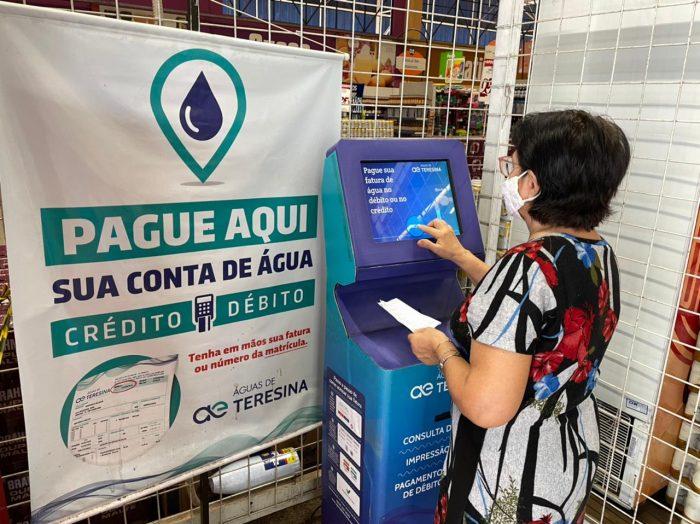 Faturas de água e esgoto podem ser pagas com cartão em totens de autoatendimento instalados pela cidade